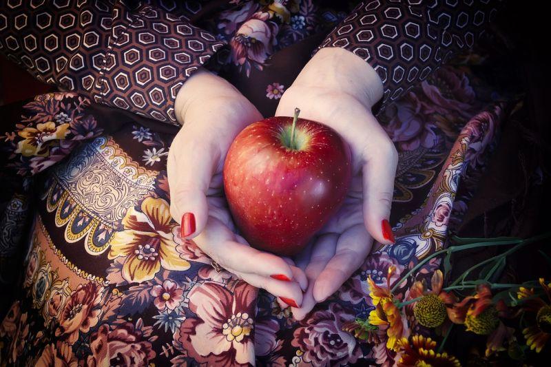 Apfel in Hand