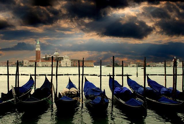 Venedig: Gondeln im Herbst